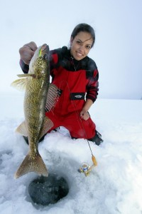 Ice fishing girl - Drowning Worms